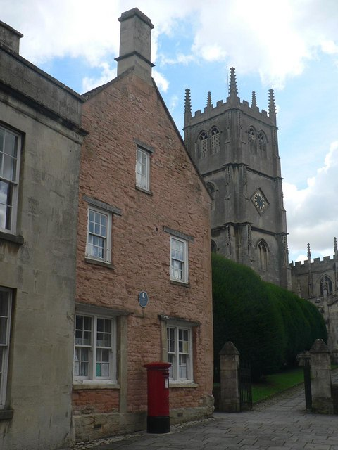Calne: pink house and church tower
