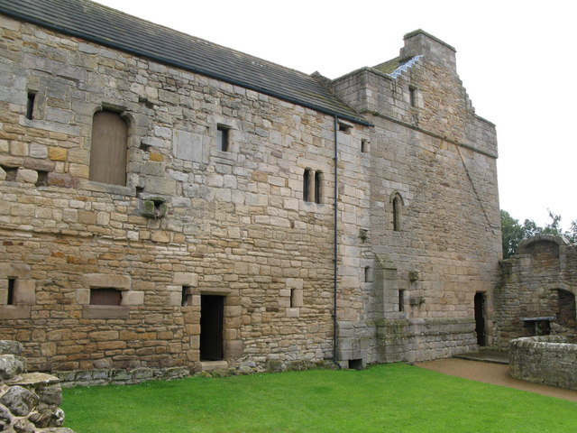 The west wall of Aydon Castle