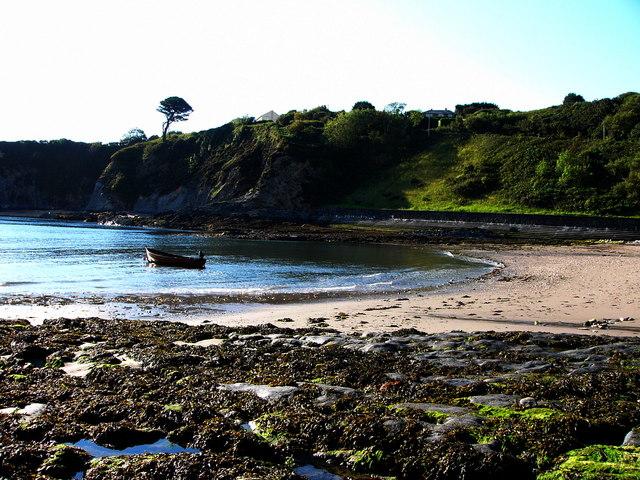 Cwm-yr-Eglwys beach