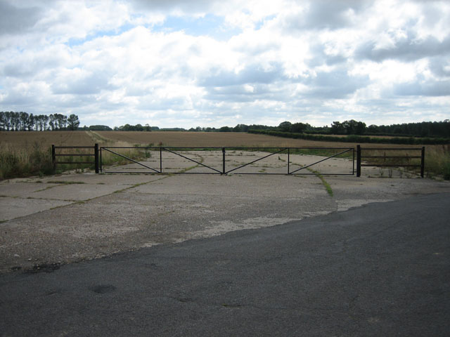 Traces of old airfield between Swannington and Brandiston