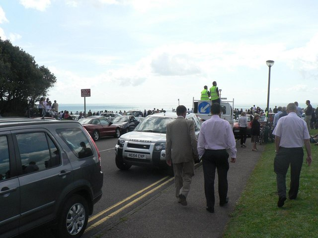 The Red Arrows visit Bournemouth: people and traffic gather