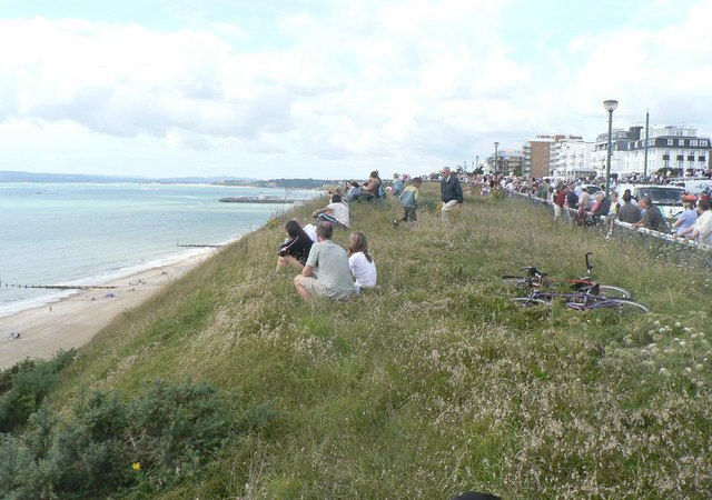 The Red Arrows visit Bournemouth: the crowd awaits