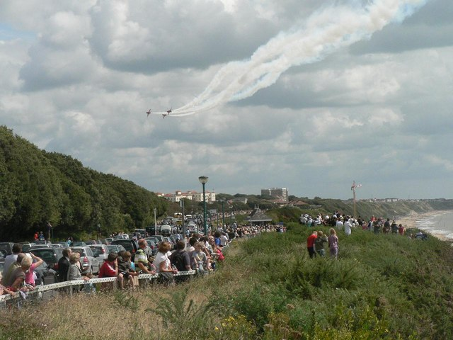 The Red Arrows visit Bournemouth: going out of view