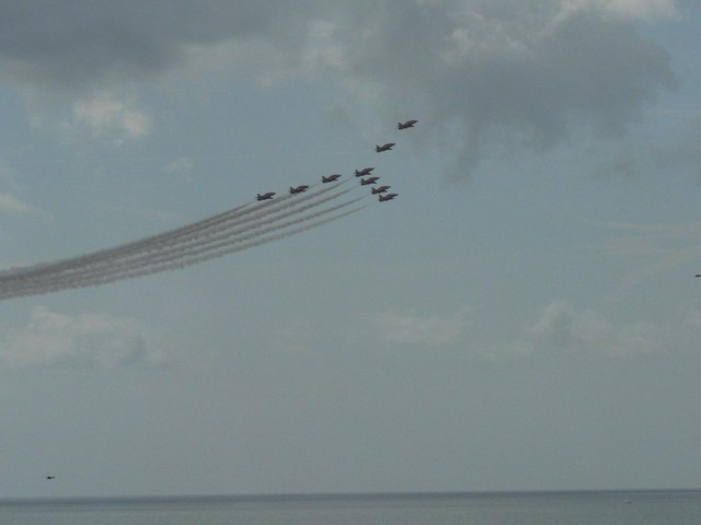 The Red Arrows visit Bournemouth: Y-shaped formation