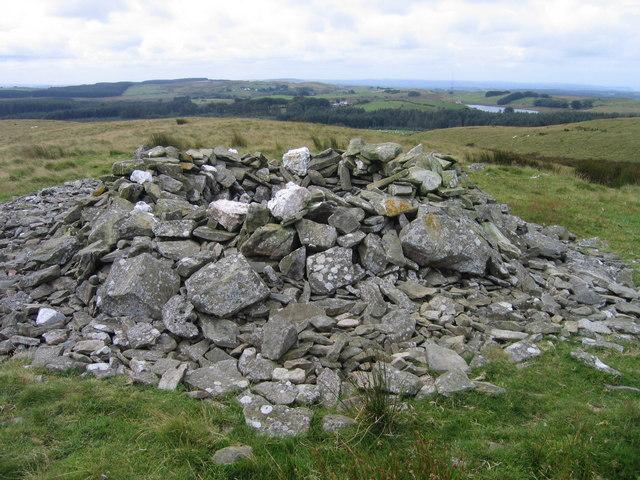 Cairn ar Fynydd Bach / Cairn on Mynydd Bach