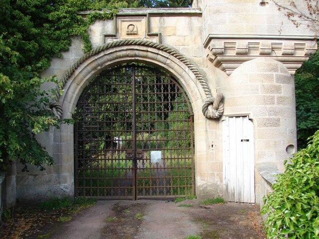 Gateway to Milton-Lockhart in close-up
