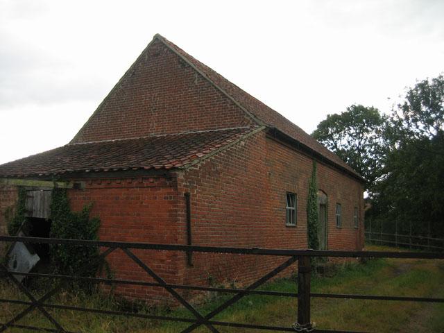 Farm buildings opposite footpath entrance, Crabgate