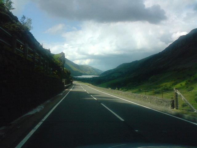 Road down to Tal-y-Llyn
