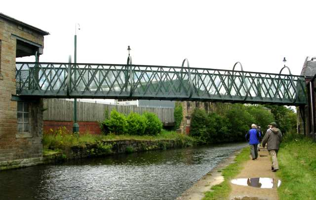 Footbridge over Leeds/Liverpool Canal - Weavers' Triangle