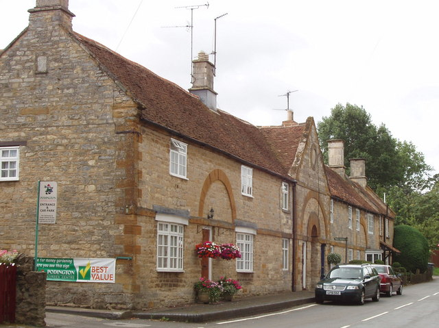 18th century stone houses in Podington
