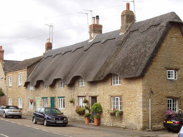 Thatched cottages in Podington