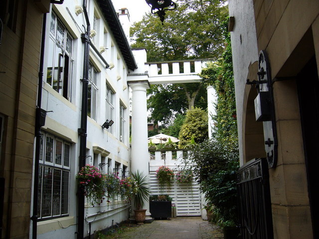 Courtyard off King Street, Knutsford