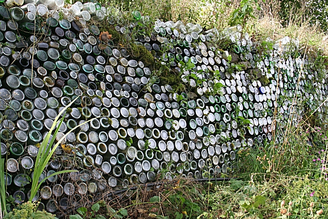 Bottle Wall at Delgatie Castle © Anne Burgess cc-by-sa/2.0 ...