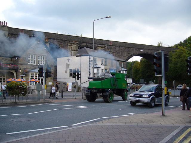 Steam Lorry by Buxton viaduct