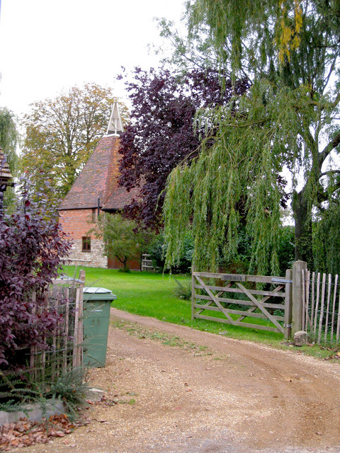 Southernden southerden road headcorn oast house for The headcorn minimalist house kent