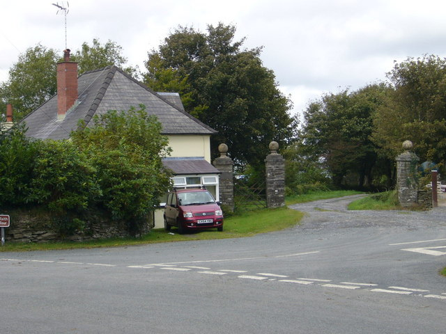 Lodge and gateposts to Blaenpistyll House