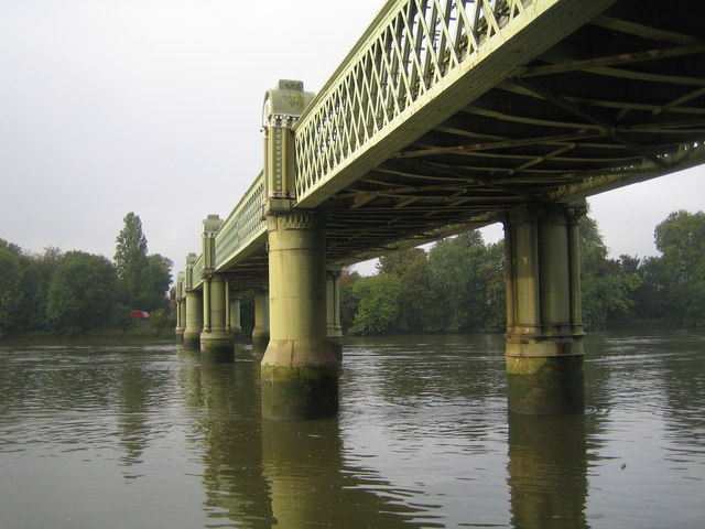 River Thames: Kew Railway Bridge