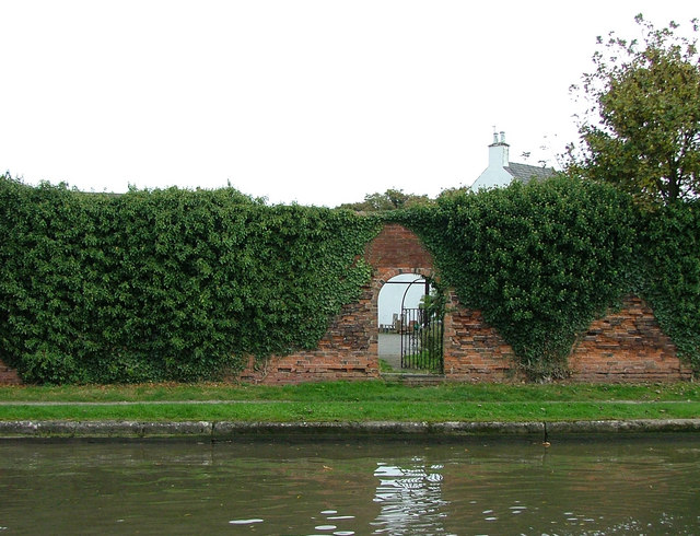 Garden wall and gate - Shardlow
