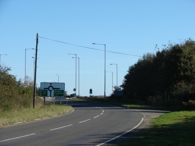 Looking towards the A47 on the A1122