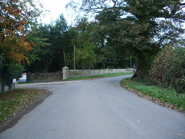 Road junction at Sansaw Heath