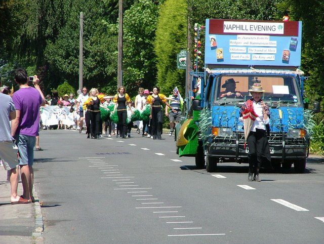 The Naphill carnival passes Great Moseley Farm