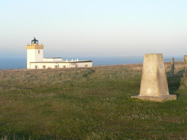 Duncansby Head: trig point and lighthouse