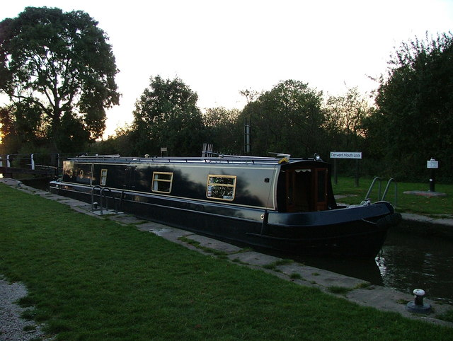 Canal boat at Derwent Mouth Lock