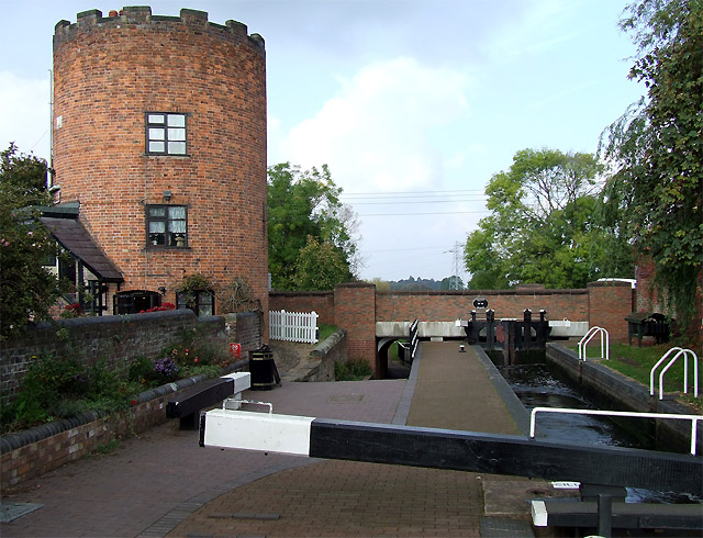 Gailey Lock, Bridge,  and Roundhouse, Staffordshire and Worcestershire Canal