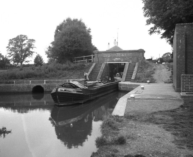 Working narrow boat on the Leicester section