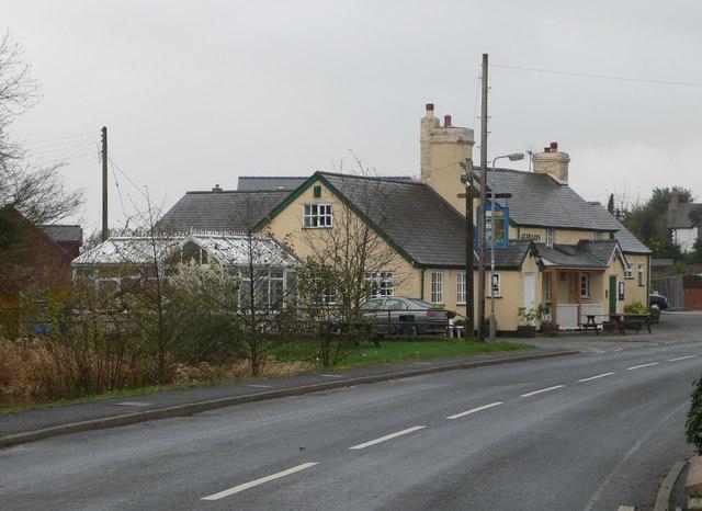 Y Glan Llyn, Clawddnewydd