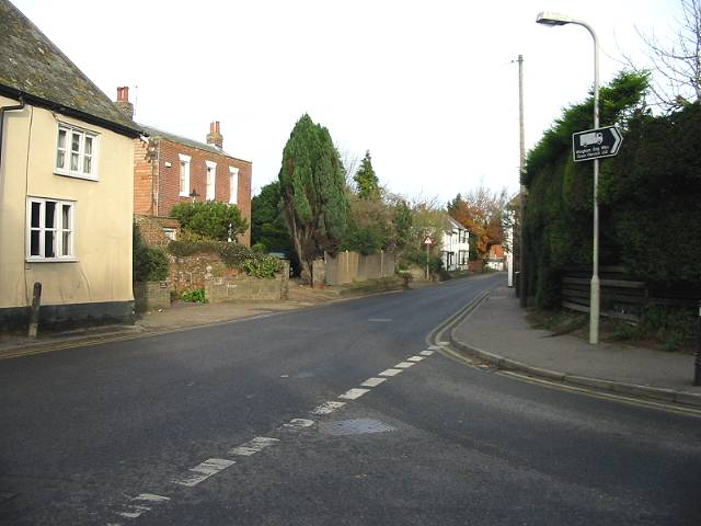 View N along the B2046 into Wingham from junction with Staple Road