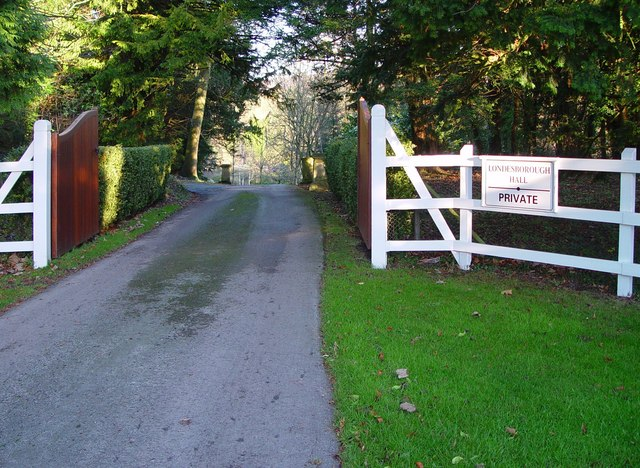 Private Entrance to Londesborough Hall:: OS grid SE8745 ...