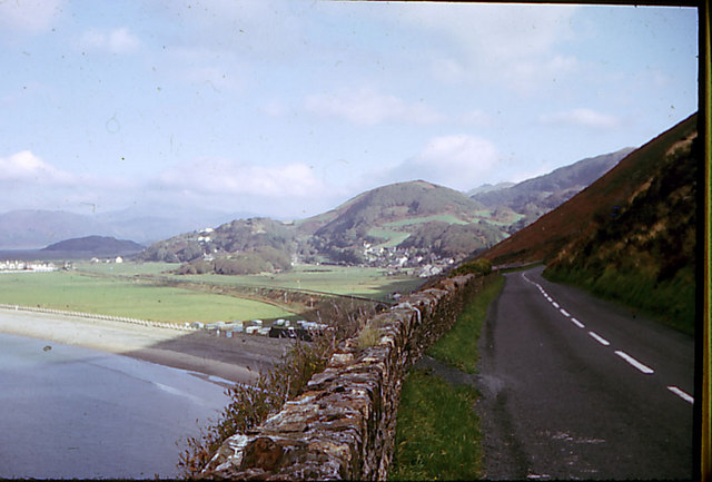 South end of Fairbourne beach from coast road