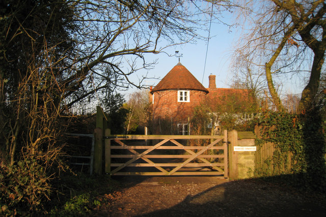 Ramhurst farmhouse stonestile road oast house for The headcorn minimalist house kent