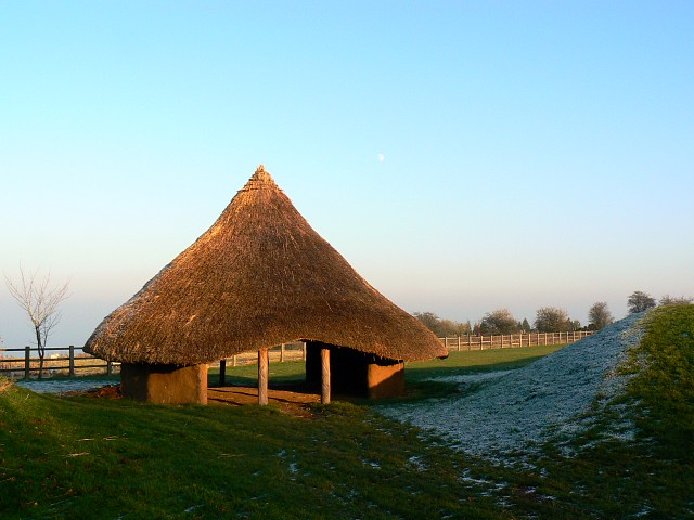 Replica iron age roundhouse, Barbury