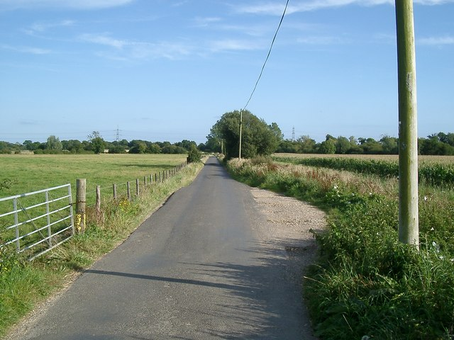 Looking south down the lane towards Frome Bridge