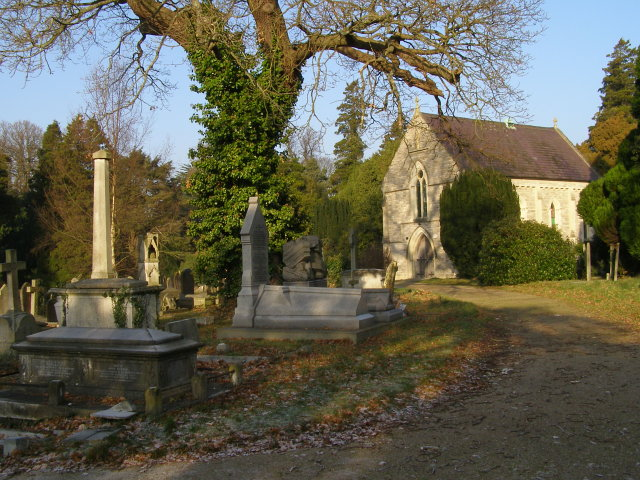 Approach to the nonconformist chapel, Southampton Old Cemetery