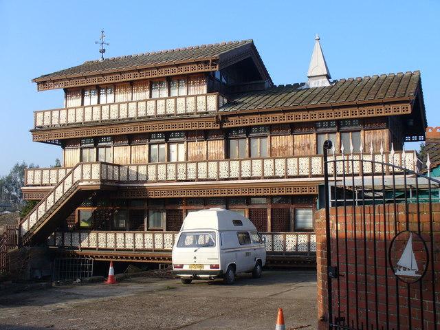Boathouse West of Hampton Court