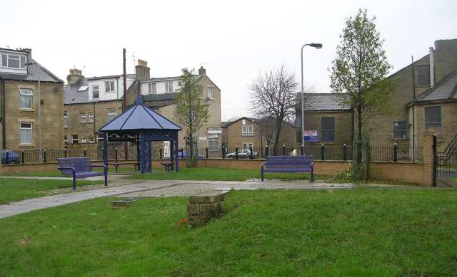 Jane Binns Memorial Park - Little Cross Street