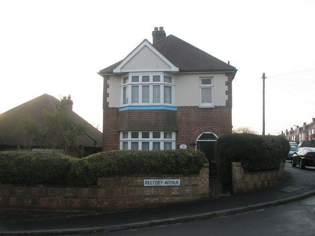 Detached house on corner of Rectory Avenue
