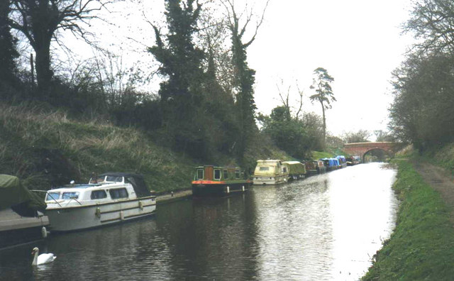 Boats tied up near Pewsey Wharf