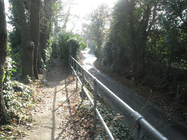 Raised pathway alongside Gillman Road