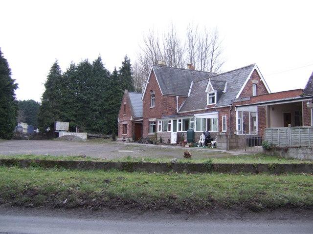 Pembridge station buildings