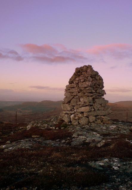 Commemorative Cairn: Carn na Farr' Bheinne