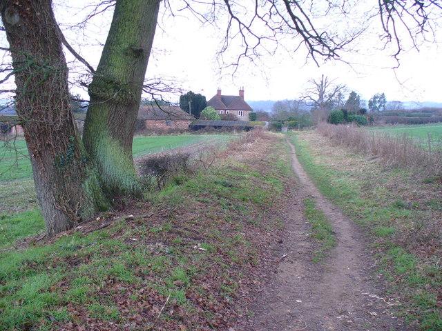 Path East of Manor Farm
