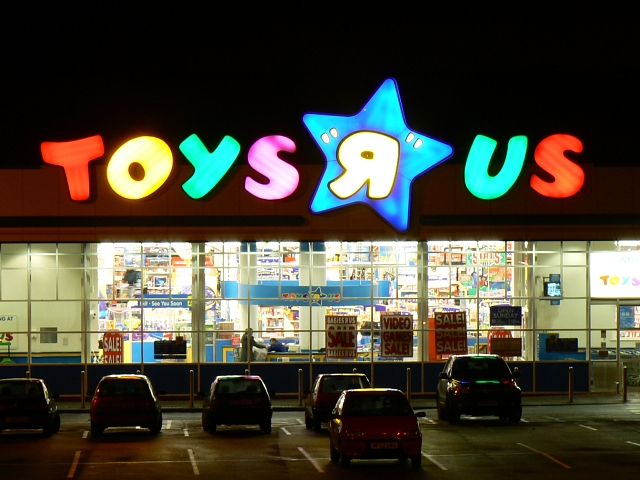 "TOYS ""Я"" US (Toys R Us), Oxford Road, Swindon on Christmas Eve"
