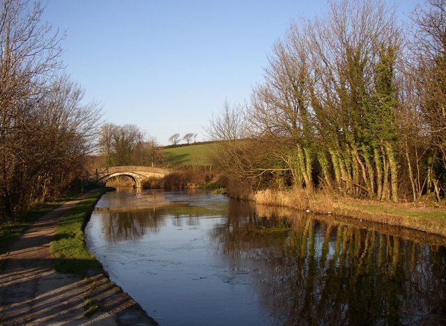 The canal west of the aqueduct, Halton
