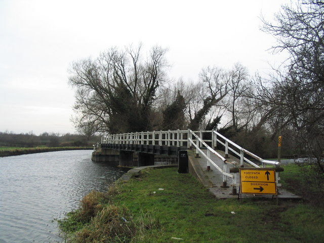 Closed footbridge near Cossington Lock