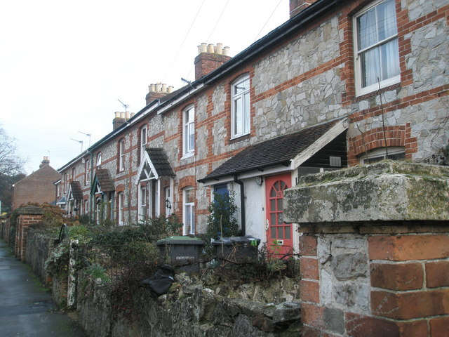 Cottages  at southern end of Lymbourn Road
