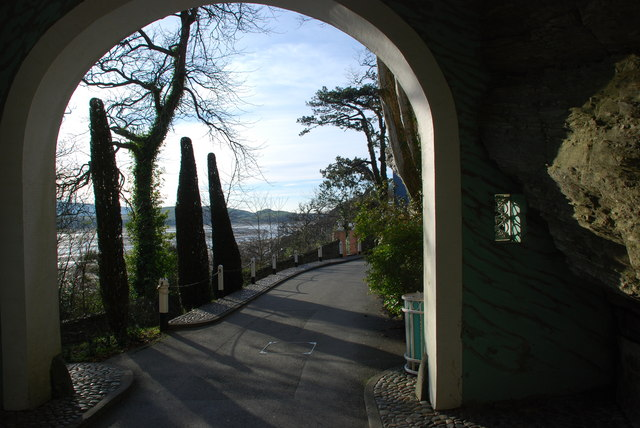 Mynedfa i Bortmeirion - Entrance to Portmeirion